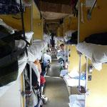Le dortoir troisieme classe du transsiberien, convivial et anime, il rapproche ses occupants