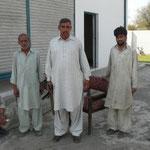"""Le """"shalwar kameez"""" est l'habit traditionnel du Pakistan, pas top pour le velo mais bien pour passer inapercu dans les rues.."""