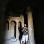 De nombreuses eglises ont ete creuses dans la roche et des fresques sont peintes sur les murs