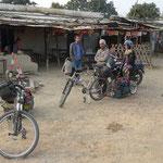 Petit relais routier juste avant Kohalpur ou nous nous restaurerons avant d'y passer la nuit