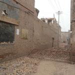 Le vieux Kashgar qui est en train d'etre rasé par les chinois pour construire de grandes avenues typiquement chinoise. Mais rassurez-vous, les chinois vont nous faire un vieux Kashgar tout neuf pour les touristes..