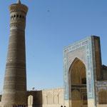 Le grand minaret de Bukhara, que Gengis Khan a meme pas voulu détruire (assez rare pour etre noté..)