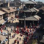 Longue queue devant le temple