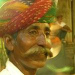 Un beau turban, une belle moustache et un beau sourire