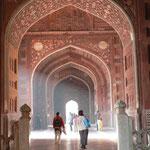 La mosuée a gauche du Taj Mahal