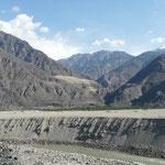 La vallee de l'Indus et ses grosses montagnes arides