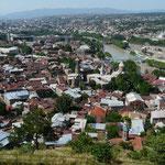 Vue de T'bilissi depuis les remparts qui surplombent la ville et la riviere Mtkvari (et non, il n'y a pas de fautes de frappe..)