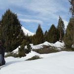 Raktash, un berger qui s'en va rejoindre son troupeau, déja conduit dans les paturages d'altitude, malgré la neige encore présente