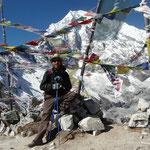 Tous les sommets sont considérés comme des lieux sacrés et les plus accessibles sont toujours parés de drapeaux a prieres