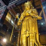 A Oulanbator, on trouve donc: des statues de Bouddha de 26m recouvertes d'or, ...
