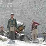 Les ouvriers a l'ouvrage le long de la KKH