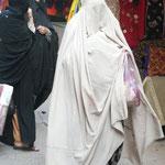 Contrairement a beaucoup d'autres villes traversées, a Peshawar les femmes sont dans la rues. Bon c'est pas pour ca qu'on peut dire a quoi elles ressemblent hein, mais au moins on sait qu'il y en a!