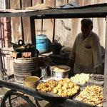 Petit restaurateur ambulant dans les rues de Fatepur Sikri