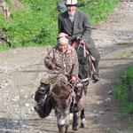 Le Kirghizistan est le pays des cavaliers, il n'y a pas d'age pour monter.