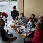 Diner dans une école, en compagnie des professeurs (dont 3 d'anglais ce quı facilite bıen la communication)