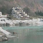 Les bords du Ganges a Rishikesh... lieu privilégié pour la méditation