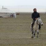 Cavaler dans les steppes mongoles..