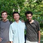 Notre nouveau look (vous allez comprendre pourquoi plus loin) avec Jeremiah qui nous a bien aidé pour le visa Kazak