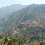 La vallee de Gurje ou Umbrella travaille aussi. A seulement 20km de la capitale on est deja perdu en pleine campagne