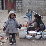 Petite tibétaine et atelier vaisselle