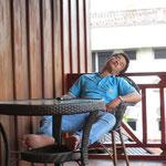 auch die Laoten halten Mittagsschlaf - Lao people at siesta time