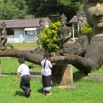 Kinder lernen religiöse Sitten - kids learning religious customs
