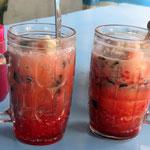 schmeckt wie flüssige, kalte Gummibärchen  -  tastes lik cold liquid gummi bears