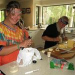 wir machen Käsehäppchen  -  we prepare the cheese + fruit sticks