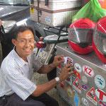 wir bekommen unseren Thailand Aufkleber - we get a Thailand sticker