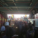 unloading the ferry is mahem  -- entladen der Fähre ist auch chaotisch