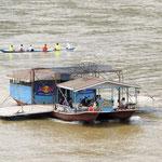 Mekongfähre  - ferry across the Mekong