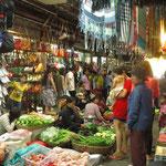 Markt in Siem Reap da gibt es Alles nur nicht das, was wir suchen
