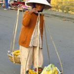Street vendor / Straßenverkäuferin