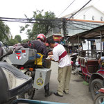 Tuktuk drivers explain where to go