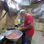 Wir machen Frikadellen für unsere Wohltäter - making German meatnalls for everybody