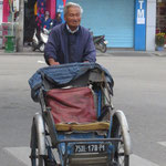 wer ist älter: Rikscha oder Fahrer / who is older : the riksha or the rider