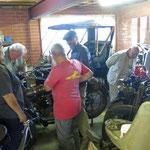 Ken wirft den einen oder anderen Motor an  -  Ken starts the one or the other engine