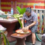 Vorbereitung für die Mönchsspeisung - preparations for the feeding of the monks