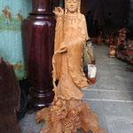 schöne Schnitzereien auf dem Markt  / nice wood carvings on the market