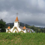 Kirchen werden nun wieder seltener - churches bekomme more rare after leaving the Batak area