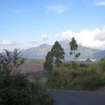Auf dem Weg in den Talkessel am Batur - on the way into the valey around Batur