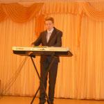 На конкурсных пролушиваниях. Сергей Стельмащук, синтезатор.