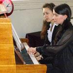 Мария Лапина и Елена Марченко на концерте-открытии фестиваля в Шведской церкви 22 апреля 2012 г.(фото Н.Володина)