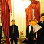 Представитель фонда Владимира Спивакова Нонна Яновская приветствует участников фестивля-конкурса