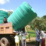 Installation von drei 10.000-Liter-Tanks