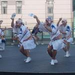 阿波踊の有名連・娯茶平の男踊りはゆったりとしていました。         ・ゆったりと品よきもまた阿波踊(和良)