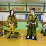 菊人形の展示場には菊の香りが満ちていました。              ・小屋に満つほのかな香り菊人形(和良)