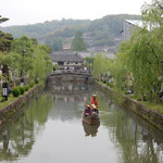 岡山県倉敷市の美観地区はゴールデンウイークで大賑わいでした。    ・両岸に川端柳続く町(和良)