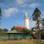 房総半島の南端にある野島崎灯台です。                                        ・秋晴や灯台高し野島崎(和良)