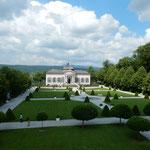 メルクにある大修道院には緑の濃い広大な庭園がありました。      ・庭園は緑とみどり競ひ合ふ(和良)